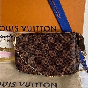 Louis Vuitton mini pochette accessoires DE